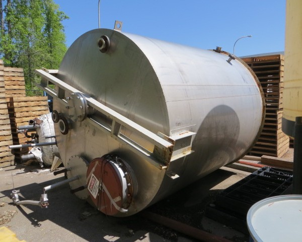 """3,200 Gallon 304 Stainless Steel Tank, 8′ Dia. X 8'10"""" Straight Side"""