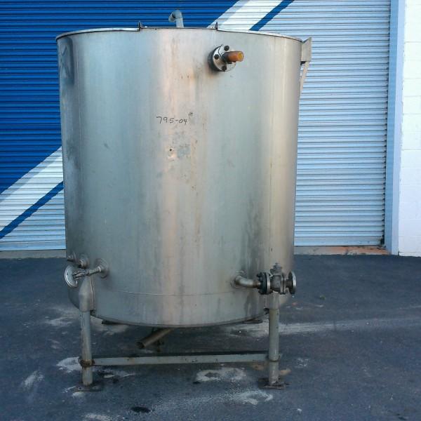 "575 Gallon Stainless Steel Vertical Tank, 4'9″ Dia. X 4'10"" Straight Side, Lightnin Agitator"
