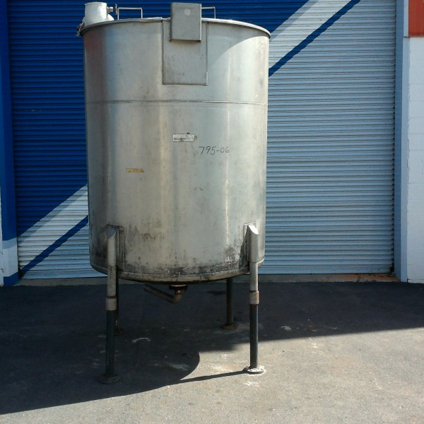 "700 Gallon 304 Stainless Steel Tank, 4'9″ Dia. X 5'10"" Straight Side, Lightnin Agitator"