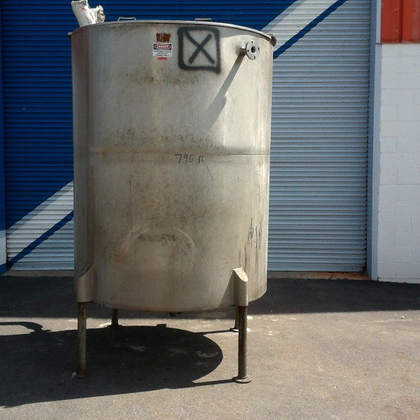 "700 Gallon Vertical Tank, 4'9″ Dia. X 5'10"" Straight Side"