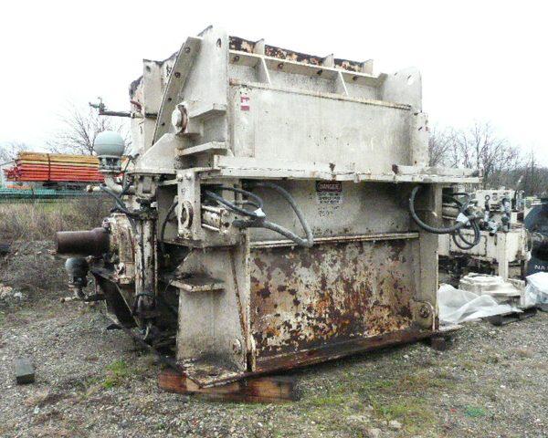 1000 HP Williams Model 680 Reversible Impact Crusher/Hammer Mill