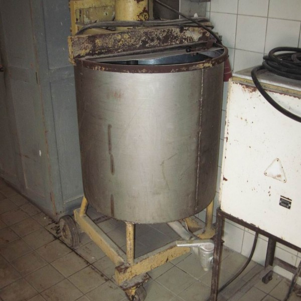 200 Litre Stainless Steel Vertical Jacketed Mixing Vessel