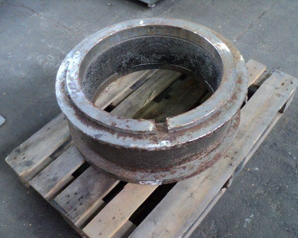 California Pellet Mill Model 7000 Pellet Die