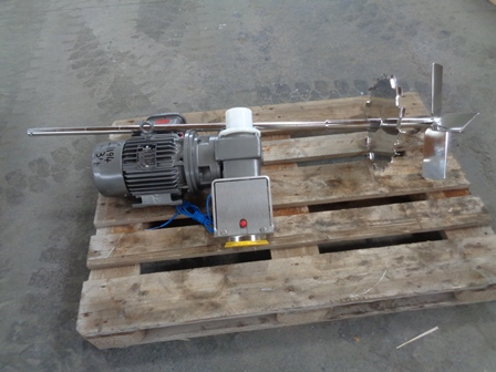 1420 RPM Pitched Paddle and Sawtooth Type Agitator