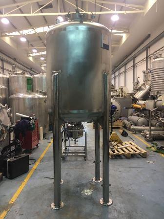 1,100 Litre Stainless Steel Vertical Vessel