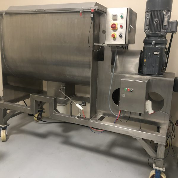Used approximately 1,000 litre capacity stainless steel ribbon blender