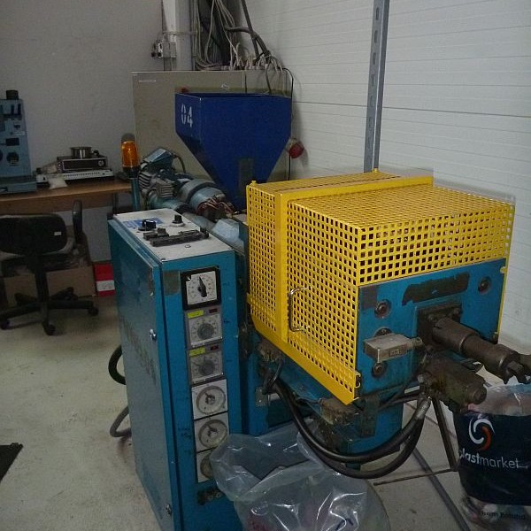 15 Tons 0.7 Oz. Shot Boy Horizontal Injection Molder