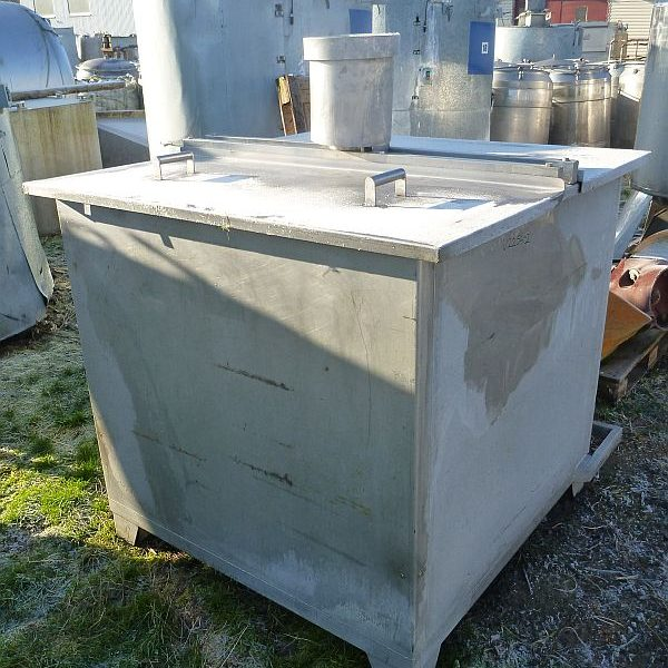 Used vertical rectangular stainless steel mixing tank with volume 2000 l and turbine agitator